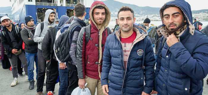 Ist Mission intolerant? Flüchtlinge vor einer griechischen Fähre
