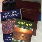 Neue Testamente zweisprachig